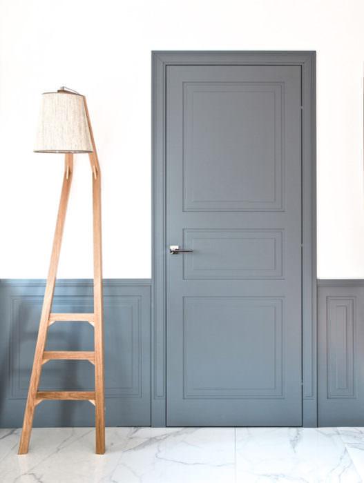 kompozycja drzwi i boazerii –klasyka w nowym ujęciu
