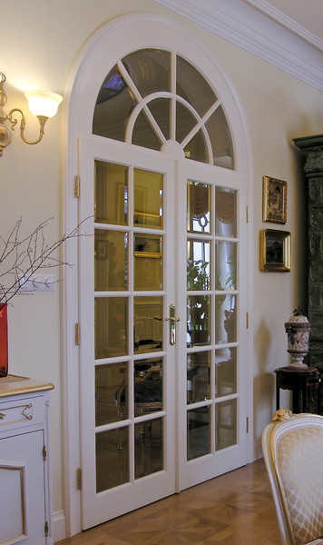 STYLISH AND CLASSIC DOORS