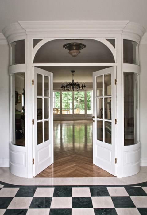 Drzwi dwuskrzydłowe z giętymi naświetlami
