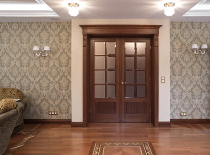 Dwuskrzydłowe drzwi przeszklone –drewno mahoń gatunek Sapelle