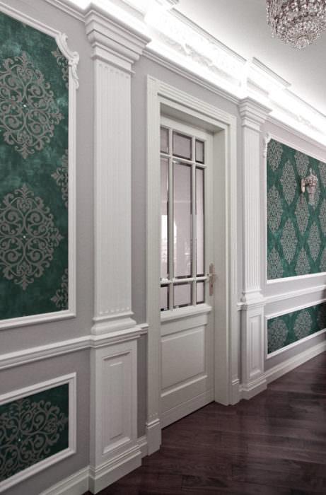 Drzwi zaprojektowane do istniejącej sztukaterii