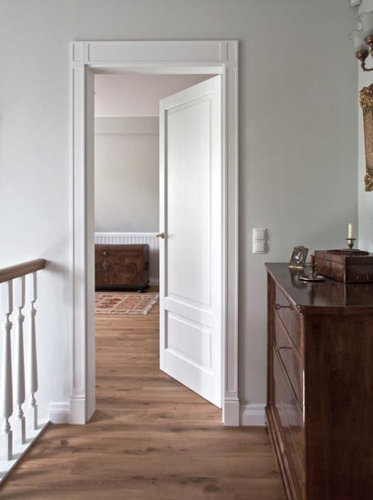 Drzwi z podwyższającą opaską