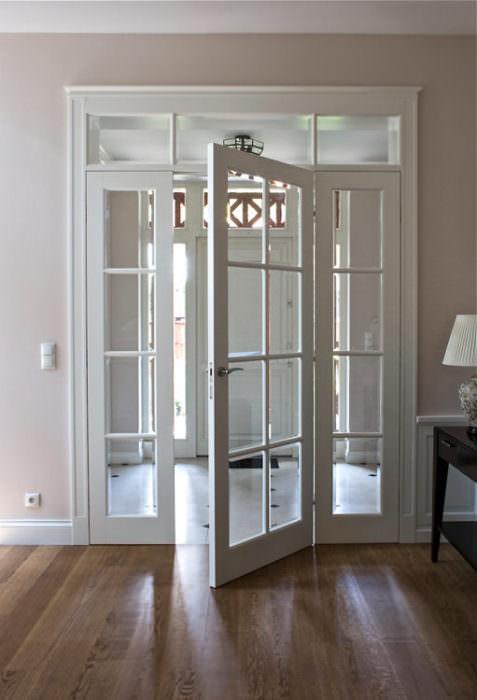 Drzwi z doświetlami w stylu Świdermajer