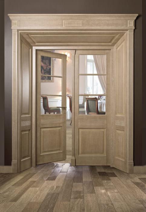 Dwuskrzydłowe stylowe drzwi- obudowa drzwi usytuowana pod kątem 22,5 stopnia względem ościeżnicy