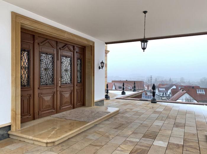 tylowe drzwi drewniane do rezydencji- ręcznie wykonanie krat ozdobnych