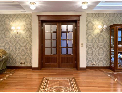 Stylowe drzwi z mahoniu